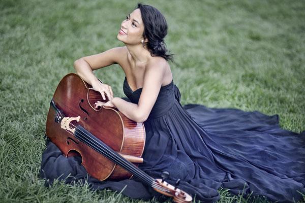 Melody Giron : viola by Antoine Cauche